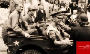 A bord d'une jeep, la police militaire alliée (Anglais, Français, Américains et Soviétique) patrouille dans Vienne.